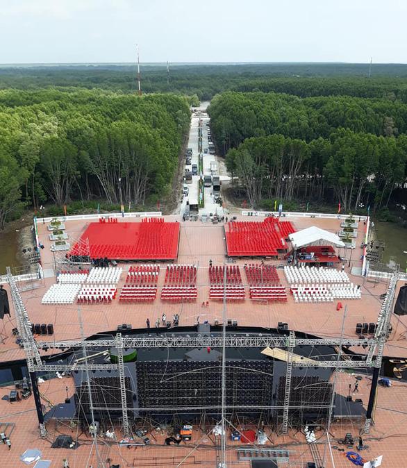 Cà Mau dời giờ khai mạc tuần lễ du lịch để cổ vũ U22 Việt Nam - Ảnh 2.