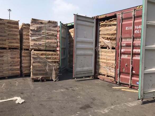 Khám xét 25 container gỗ xuất khẩu nghi gian lận thuế tại cảng Cát Lái - Ảnh 2.