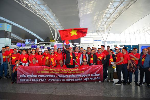 Người hâm mộ Việt rầm rộ sang Philippines tiếp lửa tuyển U22 VN đêm chung kết - Ảnh 3.