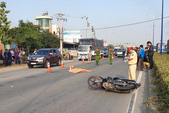 Truy trìm ôtô tông chết người trên đường Mỹ Phước - Tân Vạn rồi bỏ trốn - Ảnh 1.