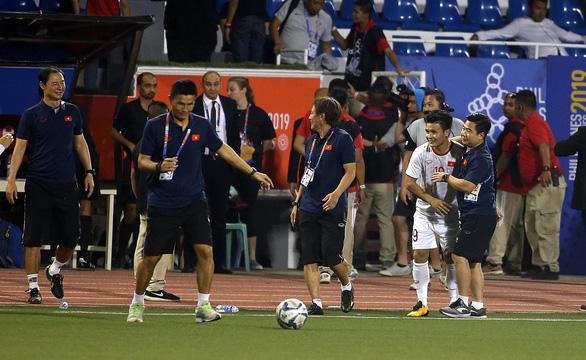 Quang Hải lỡ cơ hội thi đấu trong phút cuối trận thắng U22 Indonesia - Ảnh 4.
