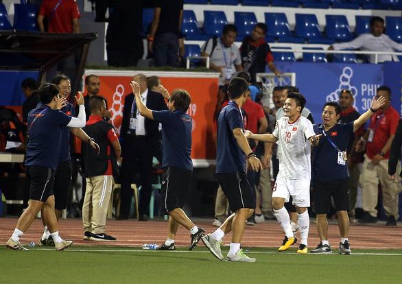 Quang Hải lỡ cơ hội thi đấu trong phút cuối trận thắng U22 Indonesia - Ảnh 5.