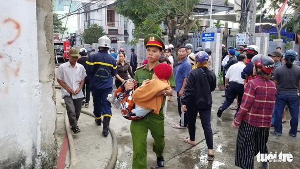 Cháy xưởng gỗ 500m2 cạnh kho gas trên đường Nguyễn Công Hoan, Đà Nẵng - Ảnh 4.