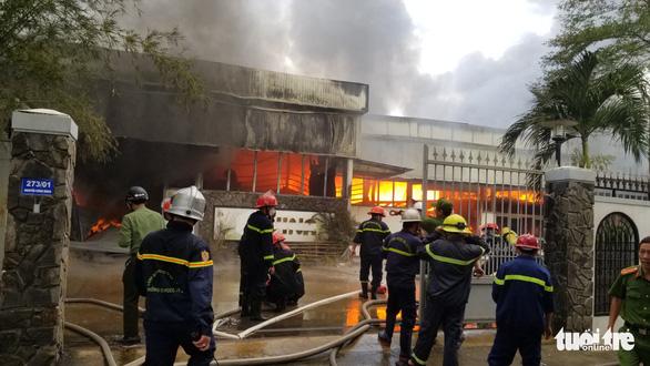 Cháy xưởng gỗ 500m2 cạnh kho gas trên đường Nguyễn Công Hoan, Đà Nẵng - Ảnh 2.