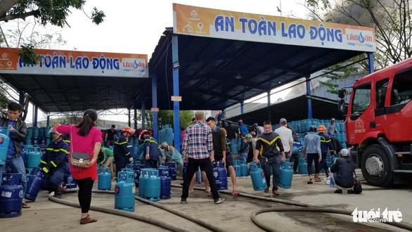 Cháy xưởng gỗ 500m2 cạnh kho gas trên đường Nguyễn Công Hoan, Đà Nẵng - Ảnh 3.