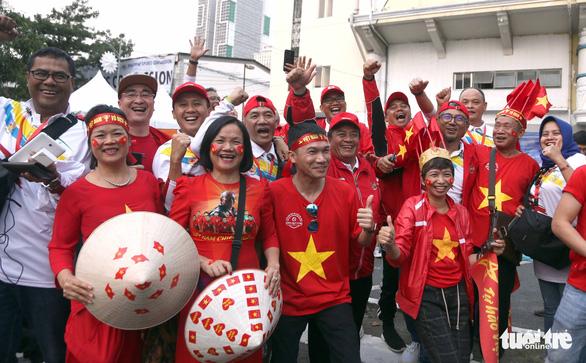CĐV Việt Nam và Indonesia: Ai cổ vũ sung hơn trước trận chung kết? - Ảnh 5.
