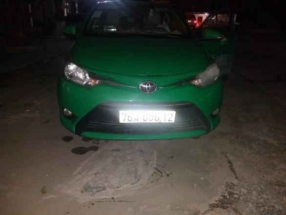 Mật phục bắt quả tang tài xế taxi Mai Linh bán ma túy ở Khu kinh tế Dung Quất - Ảnh 2.