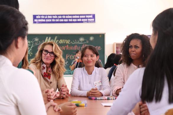 Bà Michelle Obama gặp học sinh Long An: Các em đã truyền cảm hứng cho tôi - Ảnh 1.