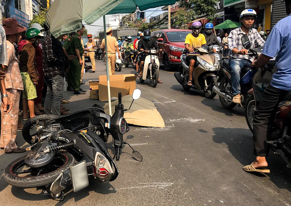 Chạy xe máy tốc độ cao, nam thanh niên tử vong sau khi tông trúng 2 xe máy - Ảnh 1.