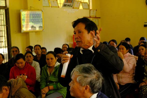 Người dân mời lãnh đạo huyện xuống khu vực gần Hòa Phát cho biết ô nhiễm - Ảnh 1.