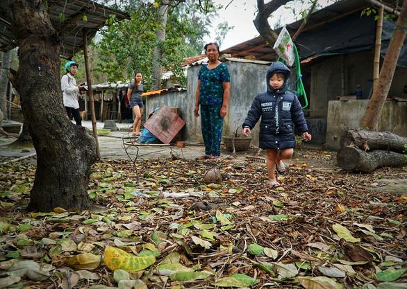 Người dân mời lãnh đạo huyện xuống khu vực gần Hòa Phát cho biết ô nhiễm - Ảnh 2.