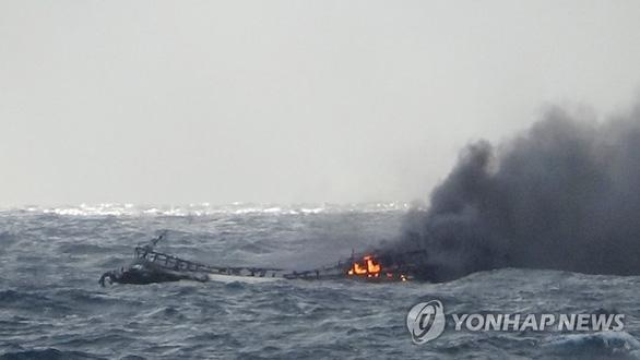 Tìm thấy 1 thi thể người Việt Nam trong vụ cháy tàu cá ở Hàn Quốc - Ảnh 1.