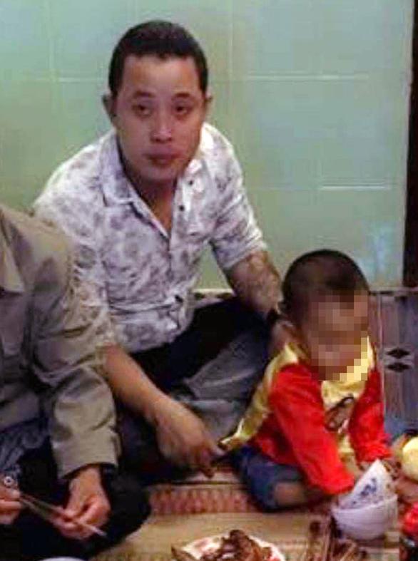 Ném con 14 tháng tuổi rồi quay clip đăng facebook dằn mặt người tình - Ảnh 1.