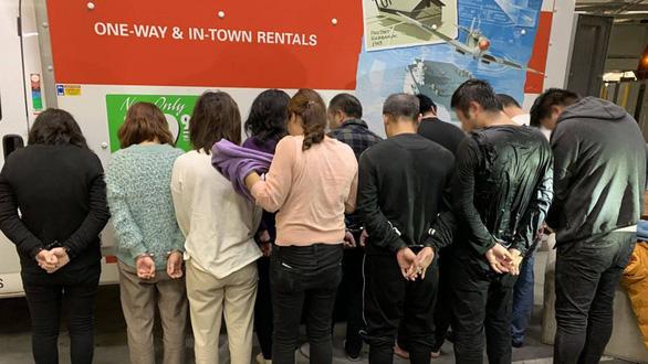 Mỹ bắt 11 người Trung Quốc trốn trong máy giặt để vượt biên - Ảnh 2.
