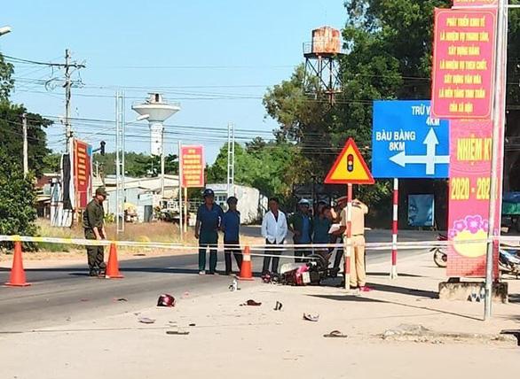 Bình Dương: Công an xã chặn xe máy bị cướp tông gãy chân - Ảnh 2.
