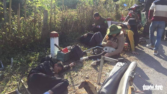 Xe chở đoàn người khuyết tật đâm vào vách núi, 2 người chết - Ảnh 3.