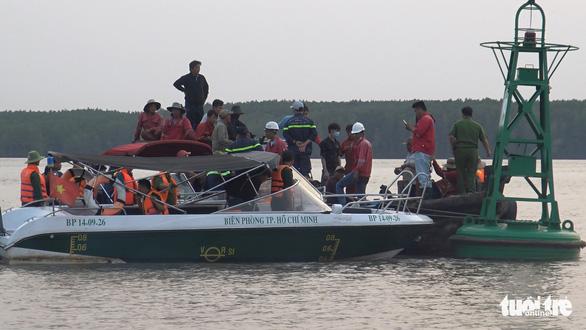 Tạm ngưng tìm kiếm 2 thợ lặn mất tích lúc trục vớt tàu chìm - Ảnh 4.