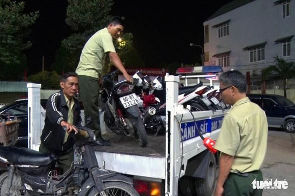Hơn 250 xe đi 'bão' lạng lách, nẹt pô… bị tạm giữ, trụ sở công an chật kín xe vi phạm - Ảnh 4.