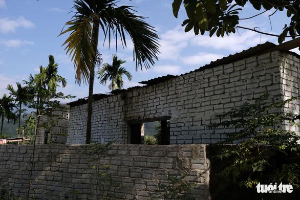 Đà Nẵng phá dỡ nhiều công trình tạm bợ trái phép nghi đón đền bù giải tỏa - Ảnh 4.