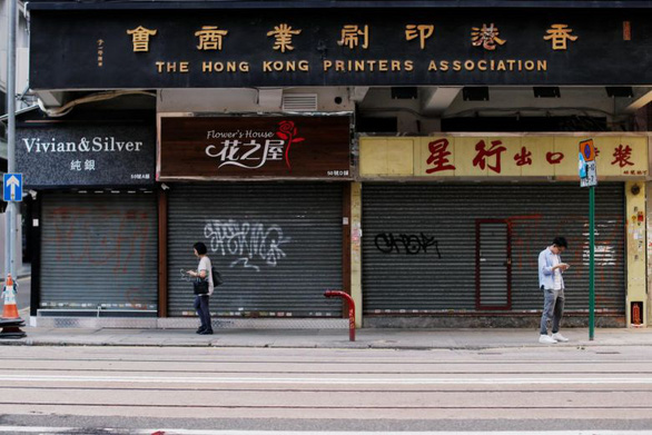 Mùa mua sắm Giáng sinh buồn ở Hong Kong, ngành bán lẻ có nguy cơ biến mất - Ảnh 1.