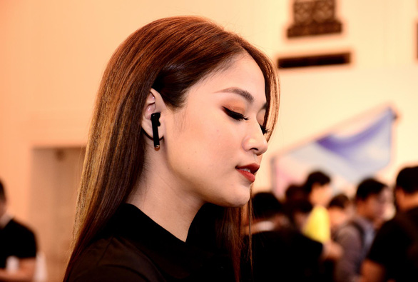 Huawei lộ diện tai nghe không dây chống ồn đầu tiên trên thế giới - Ảnh 1.
