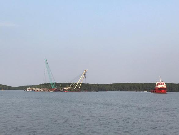 Tìm thấy thi thể 1 trong 3 thợ lặn mất tích khi trục vớt tàu chìm ở Cần Giờ - Ảnh 1.