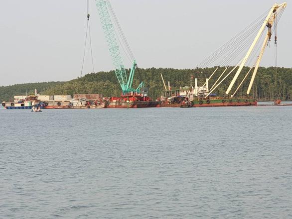 Tìm thấy thi thể 1 trong 3 thợ lặn mất tích khi trục vớt tàu chìm ở Cần Giờ - Ảnh 2.
