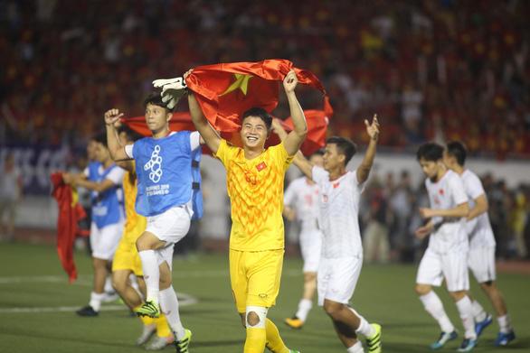 Showbiz cũng sốt với chiến thắng của U22 Việt Nam ở SEA Games 30 - Ảnh 1.