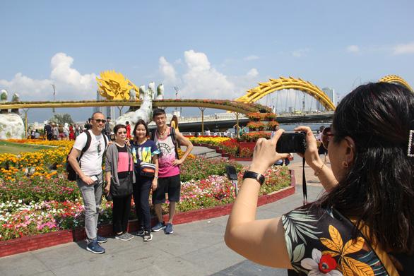 Đà Nẵng quyết tâm 100% cảnh sát khu vực giao tiếp được với người nước ngoài - Ảnh 1.