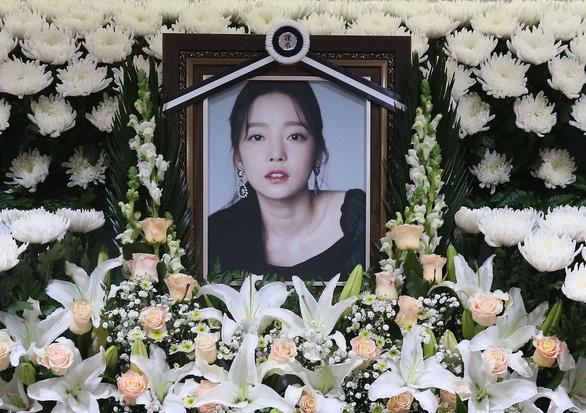 Nói ca sĩ Goo Hara tự tử do quá yếu đuối, giáo sư đại học bị chỉ trích xem nhẹ bạo lực mạng - Ảnh 2.