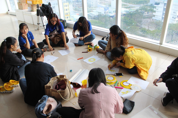 Ngày hội Hoa hướng dương lần đầu đến Bệnh viện Ung bướu Đà Nẵng - Ảnh 2.