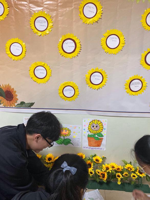 Ngày hội Hoa hướng dương lần đầu đến Bệnh viện Ung bướu Đà Nẵng - Ảnh 3.