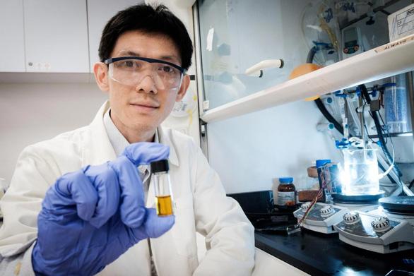 Nhóm nghiên cứu biến rác thải nhựa thành axit có thể tạo ra điện - Ảnh 2.