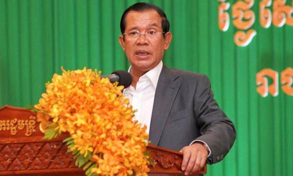 Thủ tướng Hun Sen bảo vệ cầu thủ người gốc Việt đá hỏng luân lưu - Ảnh 1.