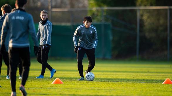 Văn Hậu được đăng ký thi đấu cho CLB Heerenveen ở trận gặp Willem II - Ảnh 1.
