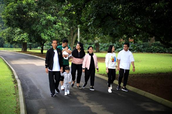 Tổng thống Indonesia khẳng định không can thiệp việc tranh cử của con trai và con rể - Ảnh 1.