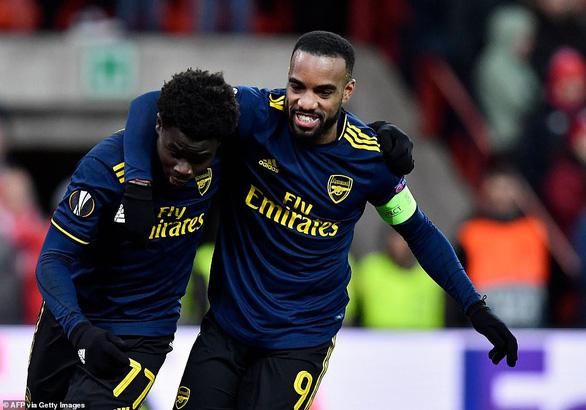 Europa League: Ghi 2 bàn trong 3 phút, Arsenal giành ngôi đầu bảng F  - Ảnh 1.
