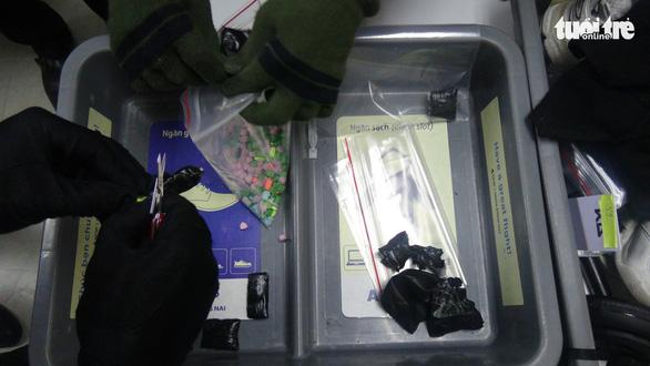 Bắt 1 khách nước ngoài nghi giấu ma túy trong quần lót chuẩn bị lên máy bay - Ảnh 1.