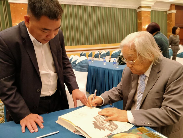 Ông Nguyễn Thế Kỷ viết trường ca hơn 12.000 câu thơ về Bác Hồ - Ảnh 2.