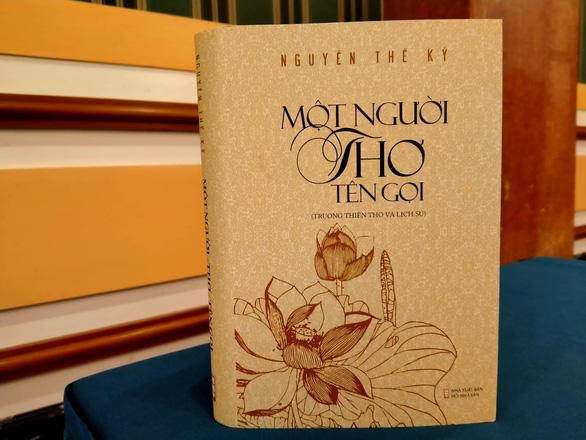 Ông Nguyễn Thế Kỷ viết trường ca hơn 12.000 câu thơ về Bác Hồ - Ảnh 1.