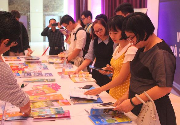 TP.HCM bắt đầu chọn sách giáo khoa cho năm học 2021-2022 - Ảnh 1.