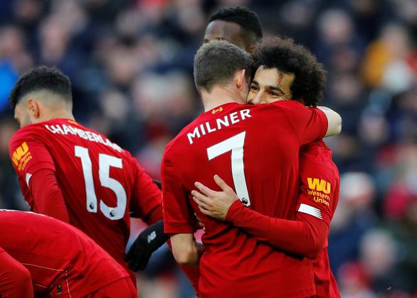 Thắng Watford, Liverpool hơn Man City 17 điểm - Ảnh 1.