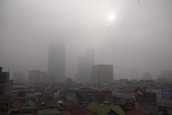 Ô nhiễm khủng khiếp, Bộ TN-MT khuyến cáo hạn chế hoạt động ngoài trời - Ảnh 2.