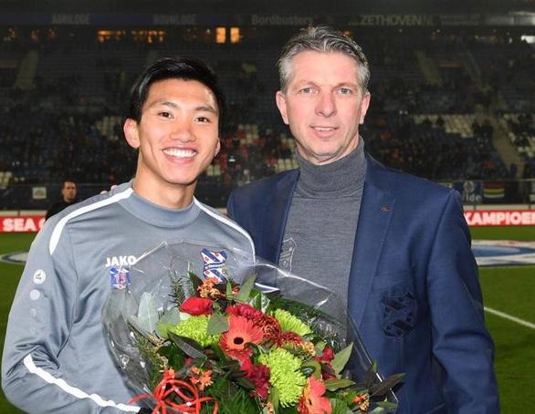 Heerenveen xướng tên chúc mừng Văn Hậu vô địch SEA Games trước hàng ngàn CĐV Hà Lan - Ảnh 1.