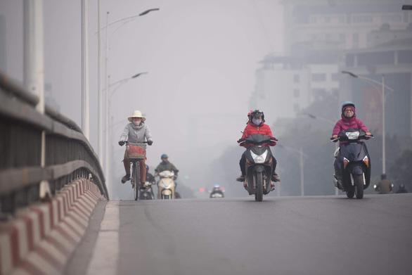 Ô nhiễm khủng khiếp, Bộ TN-MT khuyến cáo hạn chế hoạt động ngoài trời - Ảnh 3.