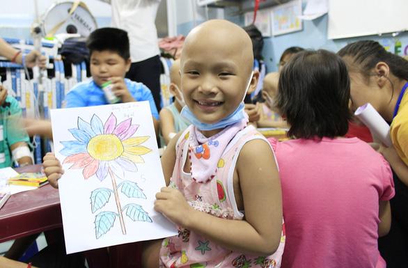 Đường đua hoa mặt trời vì bệnh nhi ung thư - Ảnh 1.