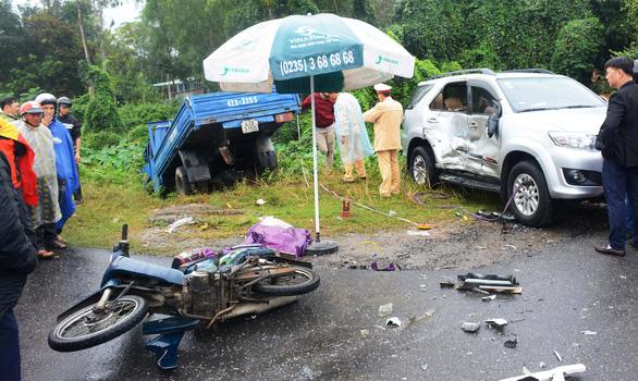Tai nạn liên hoàn, anh em sinh đôi thương vong khi chưa kịp đến lớp học - Ảnh 1.