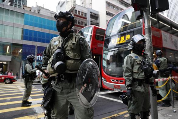 Vì biểu tình, Hong Kong chi thêm 122 triệu USD tiền tăng ca cho cảnh sát - Ảnh 1.