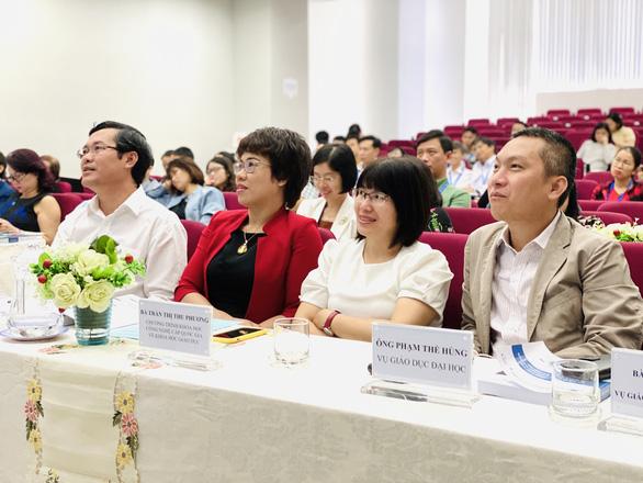 Thứ trưởng Bộ GD-ĐT Nguyễn Văn Phúc: Sẽ sớm ban hành quy chế đào tạo trực tuyến - Ảnh 1.