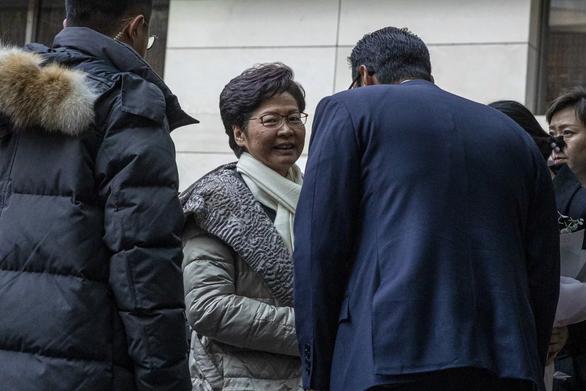 Bà Carrie Lam đến Bắc Kinh gặp ông Tập Cận Bình - Ảnh 1.